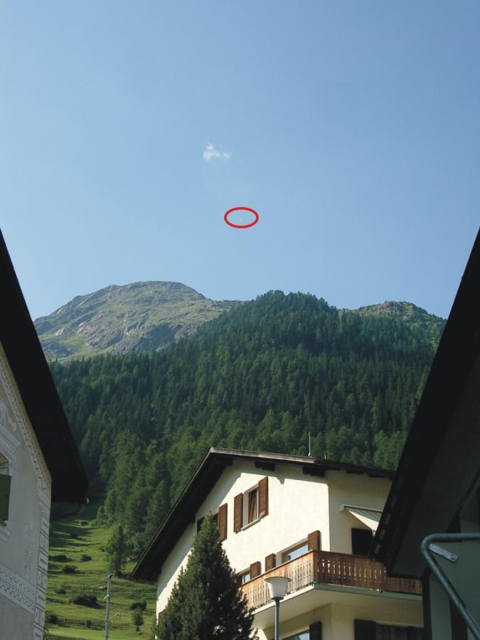 Gassi fliegt in die Schweiz ein