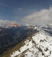 9: Im Teamflug gegen den W-Wind: Mario (oranger M6, Manu auf blau-weißem Advance und Berni auf seiner roten Rennameise)