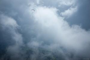 17: Cloudsurfing am Hochgründeck: Durch den NO-Wind konnte man herrlich an der Wolkenkante entlang schrammen, um dann zur Querung...