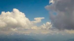 """39: in der Ferne so manch seltsame Wolkenskulptur: """"Walk like an Egyptiaaaan..."""""""