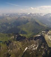 25: gewaltige Kulisse Richtung Alpenhauptkamm: links das Gasteiner und rechts das Rauriser Tal – dabei in Gesellschaft der beiden Mentoren; links: Lobbi und rechts unten Lowrider Berni