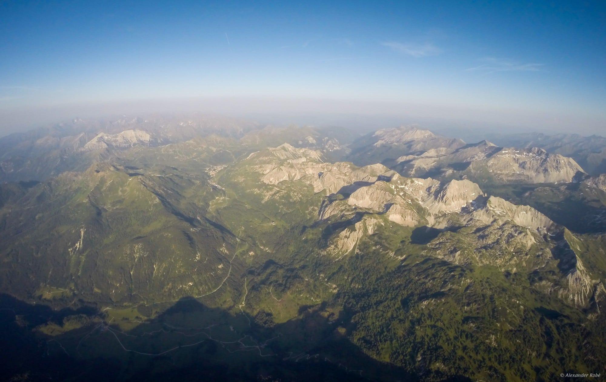 33: ...ganz zu schweigen von einem solchen Blick aus 3300m auf Obertauern und die südl. Ostalpen - und das um 19:15 Uhr!