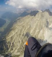 Mi_5: Blick zurück auf das fast schon zu gut entwickelte Antholzer Tal (links: Hermann Raninger auf seinem Icaro Maverick 2)