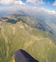 Mi_9: Mit einer solchen Abflughöhe sollte der Anschluss zum Rotenkogel bei Huben kein Problem sein (hier Blick zurück auf das sehr hoch bebaste Defreggen-Tal)
