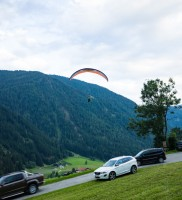 Mi_38c: Geradewegs über's Mojo-Motorhome hinweg… (Foto von Werner Luidolt)